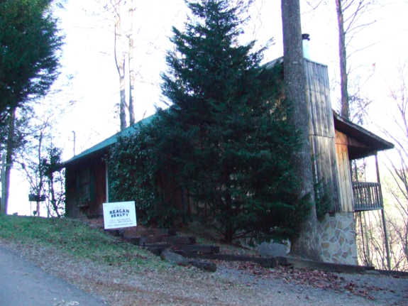 The mountaintop cabin overlooks the Great Smoky Mountains.