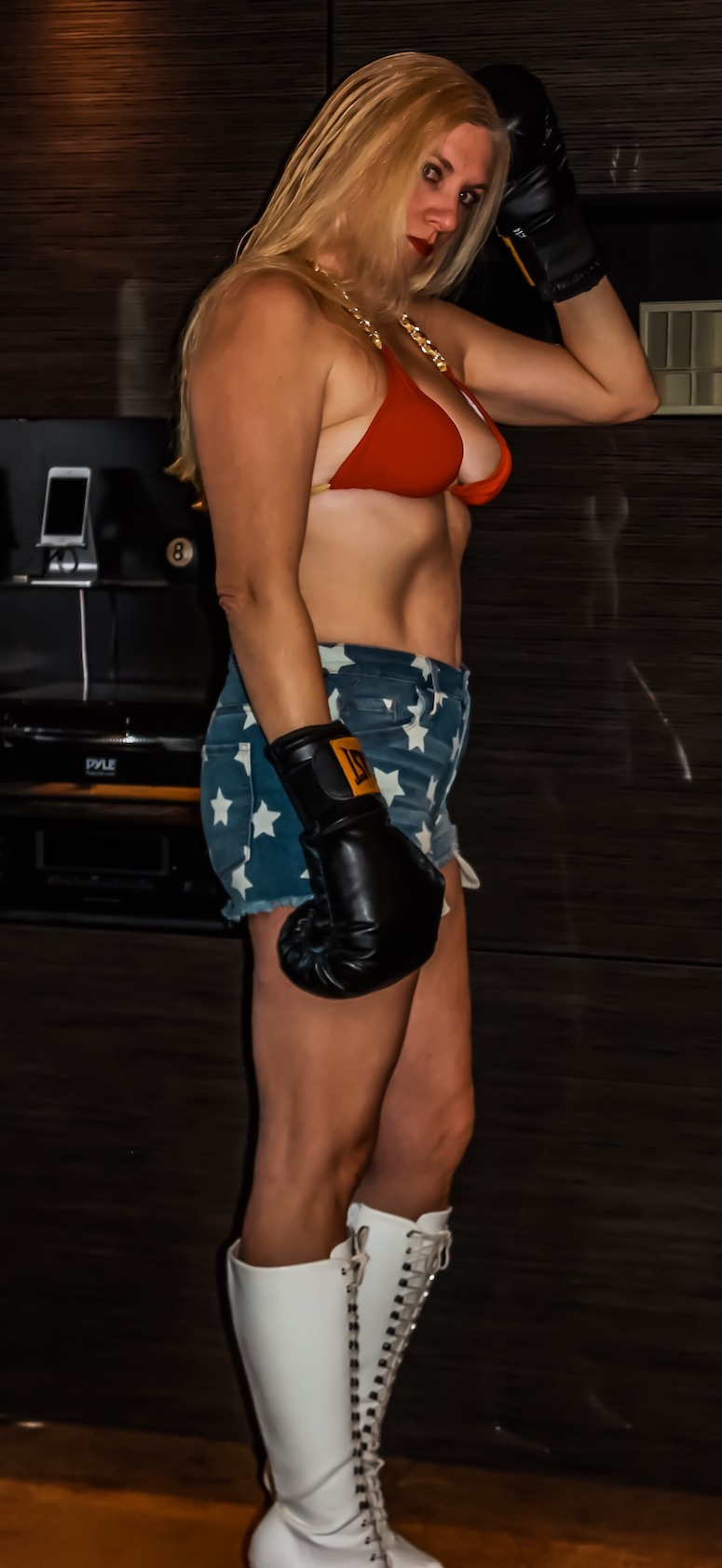 Char Magnifico - sexy female boxer - ready for mixed boxing